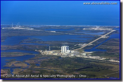 An aerial view of the huge Vehicle Assembly Building and launch pads 39A and 39B at NASA's Kennedy Space Center, Cape Canaveral, FL.