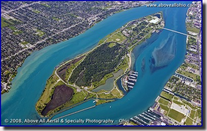 Aerial photo of Belle Isle in the Detroit River